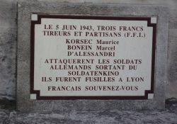Gedenktafel am Totendenkmal