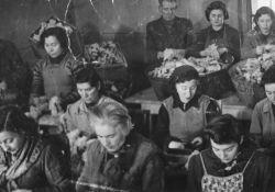 Arbeiterinnen in einer der Ghetto-Werkstätten (USHMM)