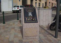Gedenkstele und -tafel für Colonna d'Istria