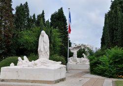 Totendenkmal in Auchel; Quelle: F. Kotek, wikipedia, CC BY_SA 3.0