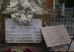Tafel Deportierte am Totendenkmal