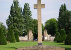 Kreuz für neun getötete Résistants, Ost-Friedhof