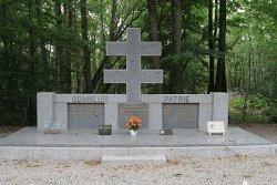 Monument im Wald von Juigné; © *)