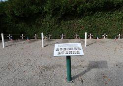 Gräber der am 28. Juni getöteten Maquisards; © *)