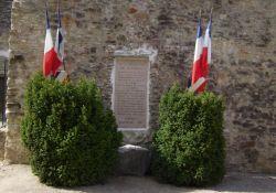 Cour des Fusillés: Tafel an Außenmauer