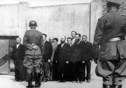 Ghettohäftlinge vor dem Abtransport (Yad Vashem)