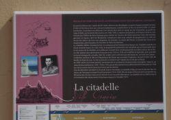 Tafel an der Mauer der Zitadelle