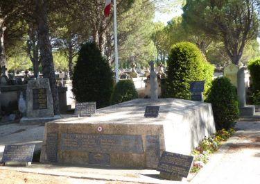 Grabhügel auf dem Friedhof