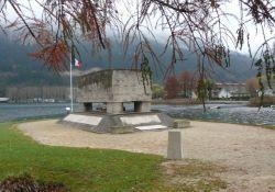 Deportiertendenkmal am See; Quelle: memoire-deportation-ain.fr
