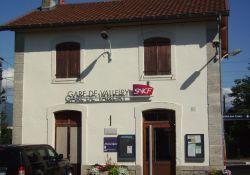 Tafel am Bahnhofsgebäude