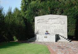Denkmal Tertre des massacrés (© S.H.V.A.M. / Mémorial d'Ascq)