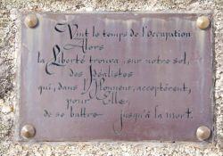 Gedenktafel an der Chapelle de Logou zu Ehren der Freiheitskämpfer
