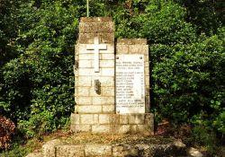 Gedenkstätte nahe der Villa Fenaroli
