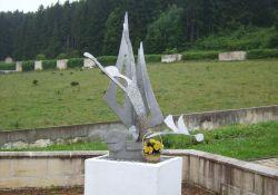 Eine der Skulpturen