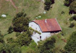 Luftbild Hof Les Gorges; Quelle: www.maquisdelain.org