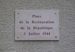 Platz Wiedererrichtung der Republik