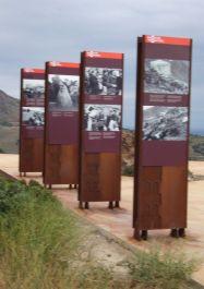 Gedenktafeln an die Retirada auf der Passhöhe/Grenze