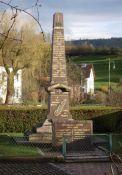 Totendenkmal mit Gedenktafel