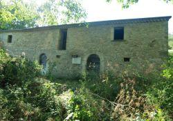 zerstörtes Bauernhaus