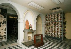 Krypta mit Urnen der KZ-Opfer (Baldini)
