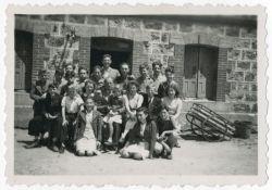 Kinder vor Les Grillons, August 1943 (USHMM)