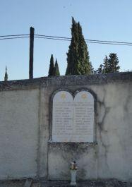 Totentafel an Mauer des jüdischen Friedhofs