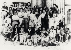 Die Kinder und ihre Betreuer 1942 (Foto: Fondazione)