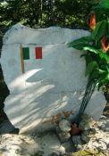 Gedenkstein für 60 Opfer