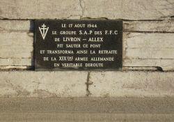 Gedenktafel auf der Drôme-Brücke