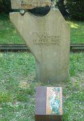 Zerstörtes Frauendenkmal in den Giardini