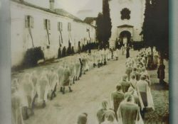 Schautafel: Trauerfeier Ende April 1945