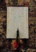 Gedenktafel vor der Abbazia di San Nicola (Detail)