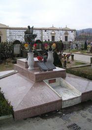 Denkmal auf dem Cimitero del Pino (Foto: Chiti)