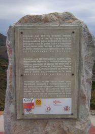 Retirada-Denkmal auf der Passhöhe/Grenze