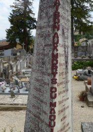 Stele für die Toten des 10. Juni 1944 auf dem Friedhof