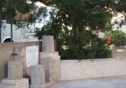 Resistance-Denkmal und Gedenktafel